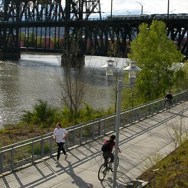 photo of cyclist on the Eastbank Esplanade