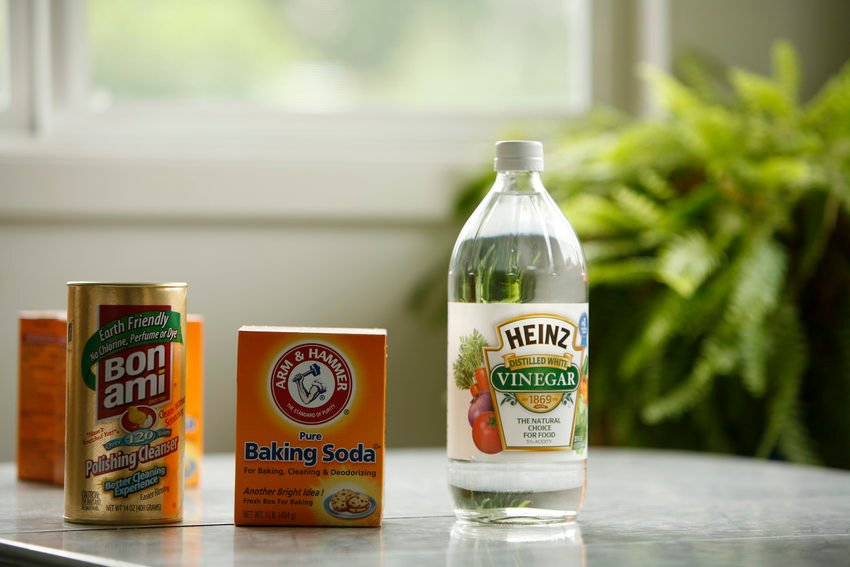 photo of vinegar, baking soda and cleanser