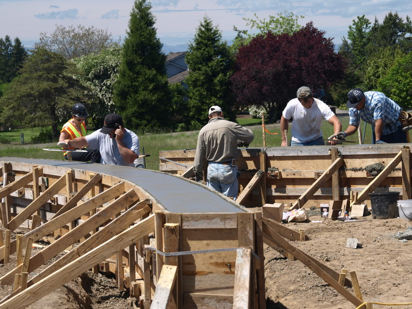 photo of workers constructing the Cooper Mountain Nature House