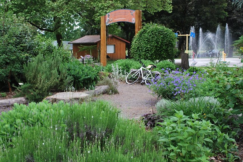 photo of Blue Lake Natural Discovery Garden