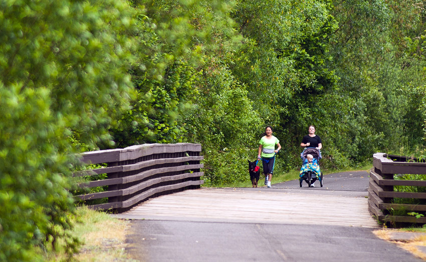 Joggers on the Springwater Corridor
