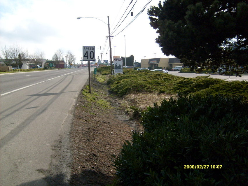Bus stop at 14th and Oak in Hillsboro before improvements