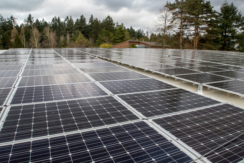 rows of solar panels on the roof of the Oregon Zoo Education Center