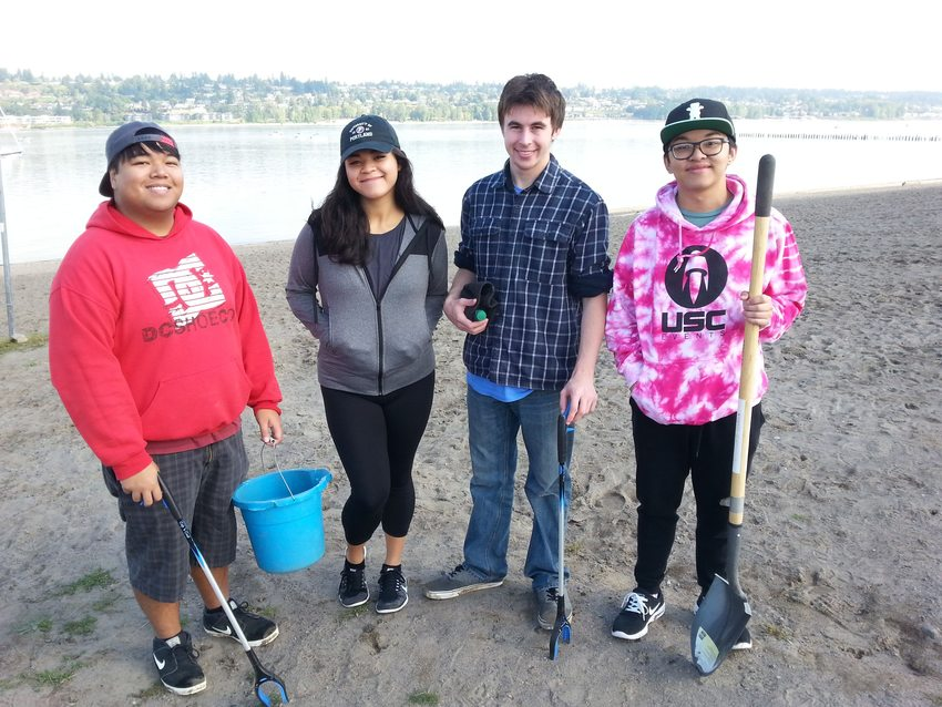 4 youths clean up Broughton Beach