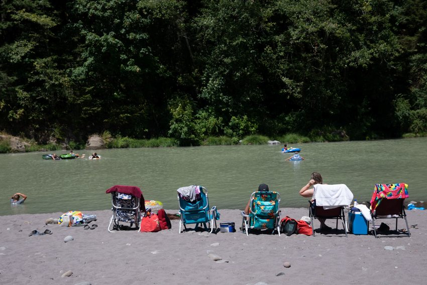 photo of Oxbow Regional Park visitors along Sandy River