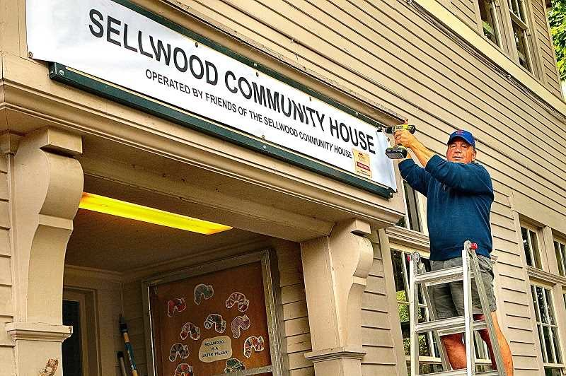 photo of banner over new Sellwood Community House