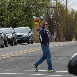 Man crosses 82nd Avenue at Division Street