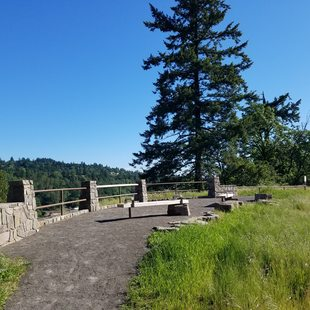 photo of new overlook at Canemah Bluff
