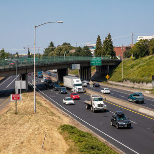 Cars driving on Interstate 5 in Portland