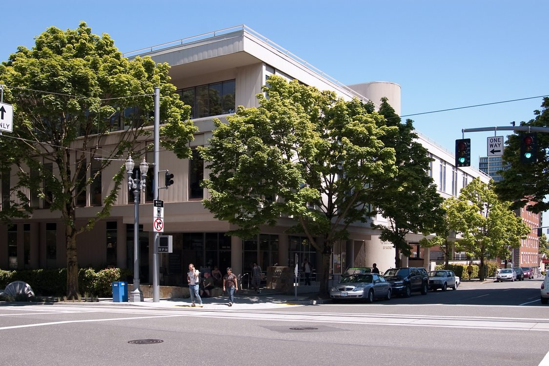 Metro's first location – 527 SW Hall, Portland, OR (1979-1986)