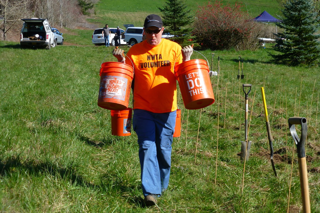 photo of Andy Crump of Northwest Trail Alliance volunteering at North Abbey Creek