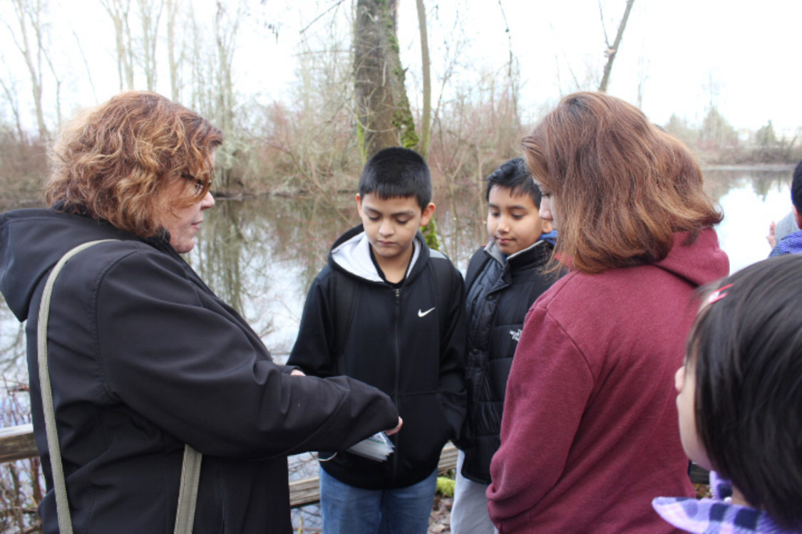 Students learn about wildlife that live in the area from Metro Natural Resource Scientist Elaine Stewart.