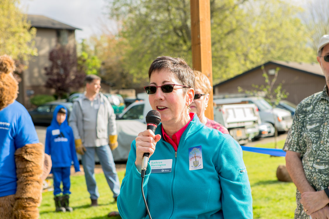 photo of Metro Councilor Kathryn Harrington at Hall Creek ribbon-cutting