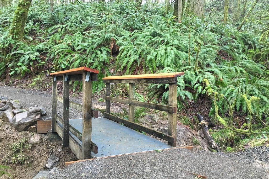 photo of footbridge at Canemah Bluff Nature Park