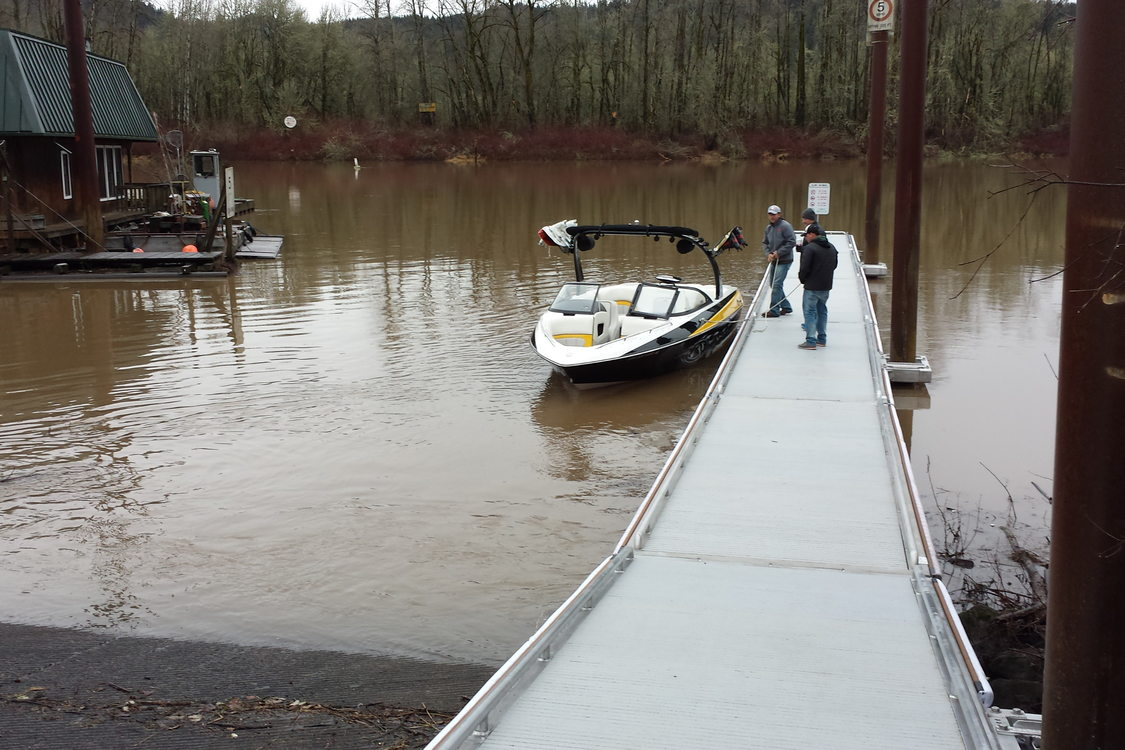 photo of new dock at Sauvie Island Boat Ramp