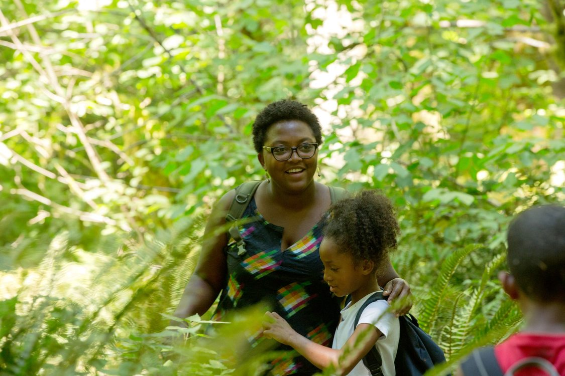 photo of Camp ELSO co-founder Sprinavasa Brown with student at Oxbow Regional Park