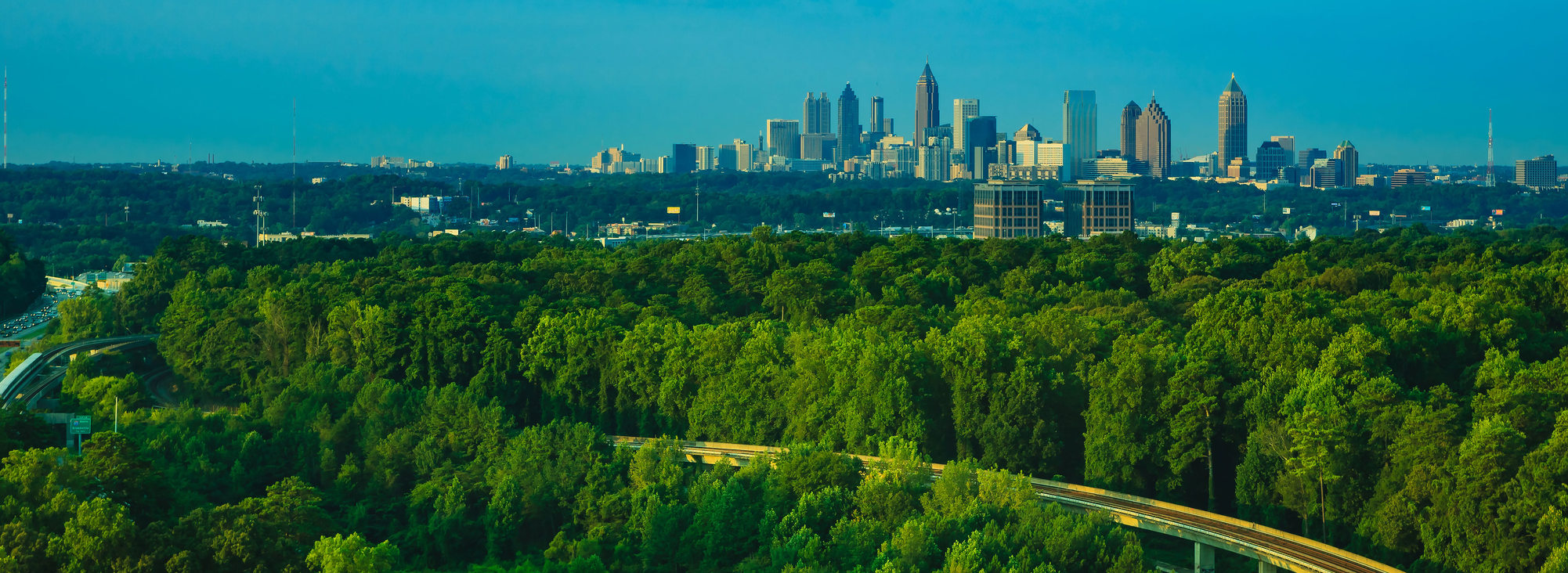 Wide skyline photo of Atlanta