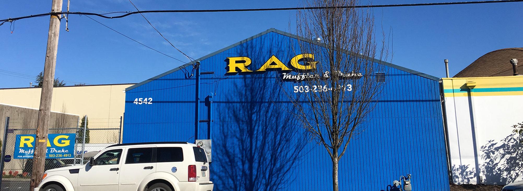 el exterior del negocio Rag Muffler & Brakes